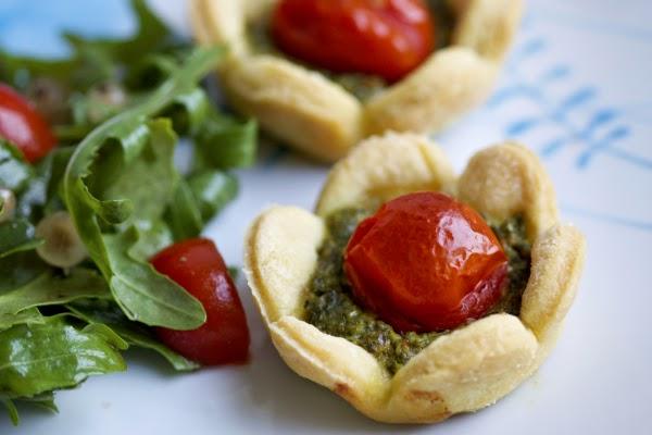 Tomaten-Pesto-Törtchen