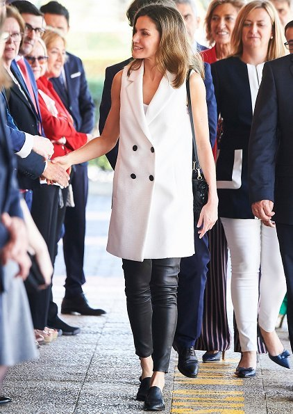 Queen Letizia wore Massimo Dutti gilet from Spring Summer Collection, Adolfo Dominguez medium heel mule slippers, Gold And Roses double daga earrings