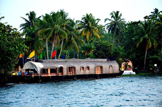 Curise Vembanad Lake Kumarakom Kerala