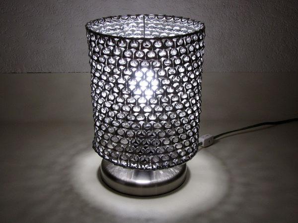 lámparilla hecha de anillas de refresco de lata