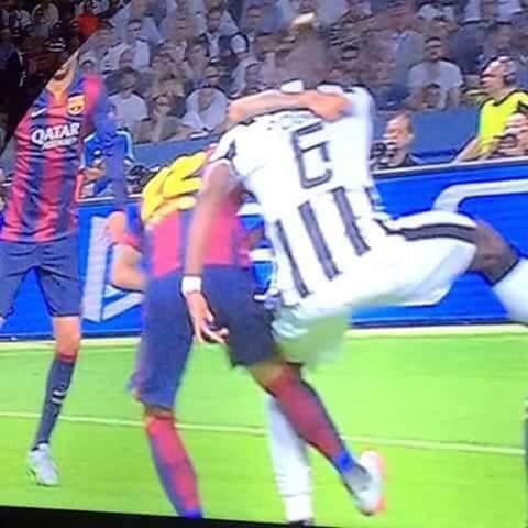 CALCIO Champions League: Dani Alves, ricordi il fallo da rigore su ...