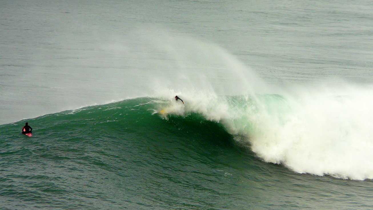 surf menakoz diciembre 2015 olas grandes 38