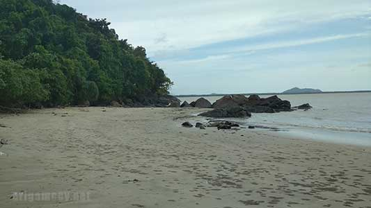 pantai kalang bahu sambas