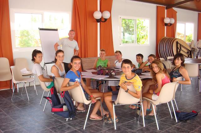 niños en campamento de inglés