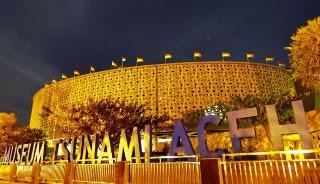 foto malam di museum tsunami aceh