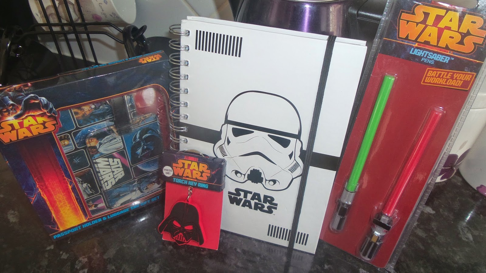 carsonsmummy, blog review, star wars, lightsaber pens, passport holder luggage tag gift set