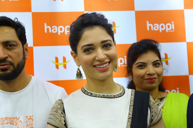 Tamannaah Bhatia launch Happi Mobiles store