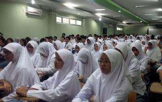 Ribuan Siswa di Jabar  Tidak Bisa ke SMA/SMK