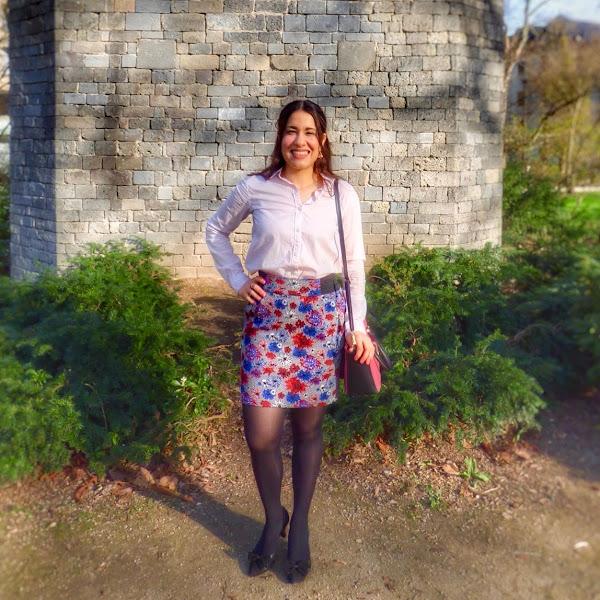 Outfit: Pastellfarbene Bluse und frühlingshafter Rock