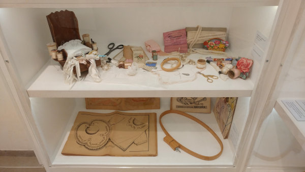 Objetos de costura e bordado antigos