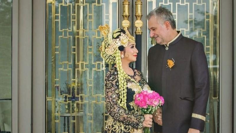 Pernikahan Baby Margaretha dan Christian Bradach