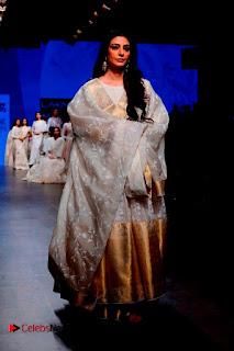 Actress Tabu Walk on Ramp for Gaurang Shah at Lakme Fashion Week  0013.jpg