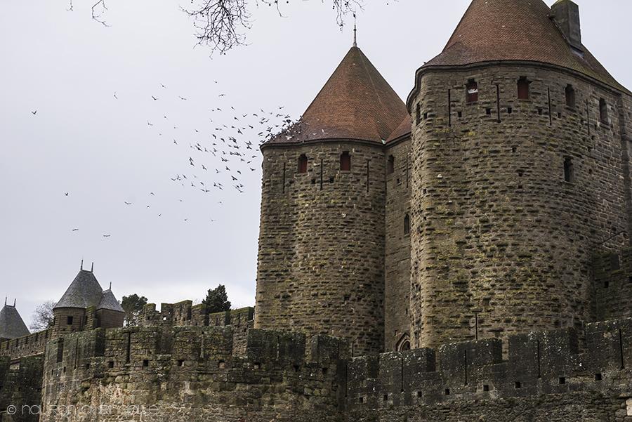 Carcassonne linnan tornit ja suojamuurit