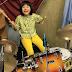 Essa menina de 8 anos tocando Led Zeppelin na bateria vai te impressionar
