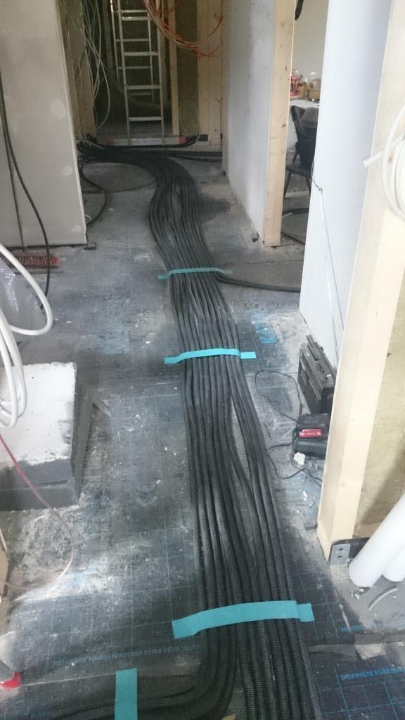 Wir bauen mit Massa Haus: Kabel, Kabel und noch mehr Kabel