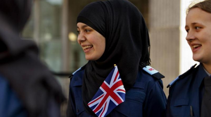 Skotlandia Izinkan Polisi Wanita Pakai Hijab