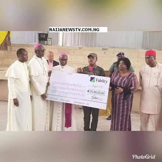Obiano Presents Huge Cheque for Catholic, Anglican Mission Schools