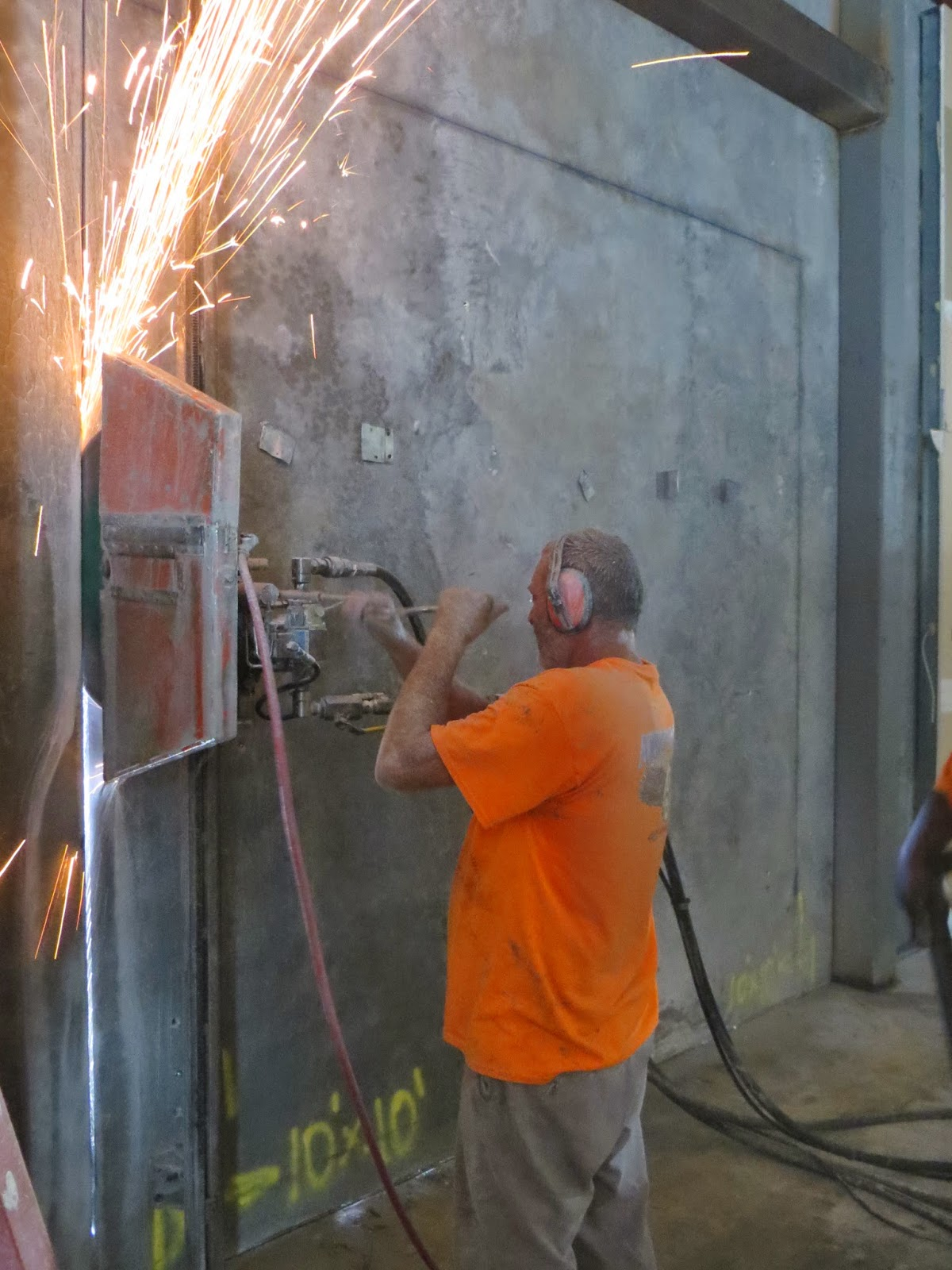 Commercial and Industrial Concrete sawing and breaking in Orlando FL