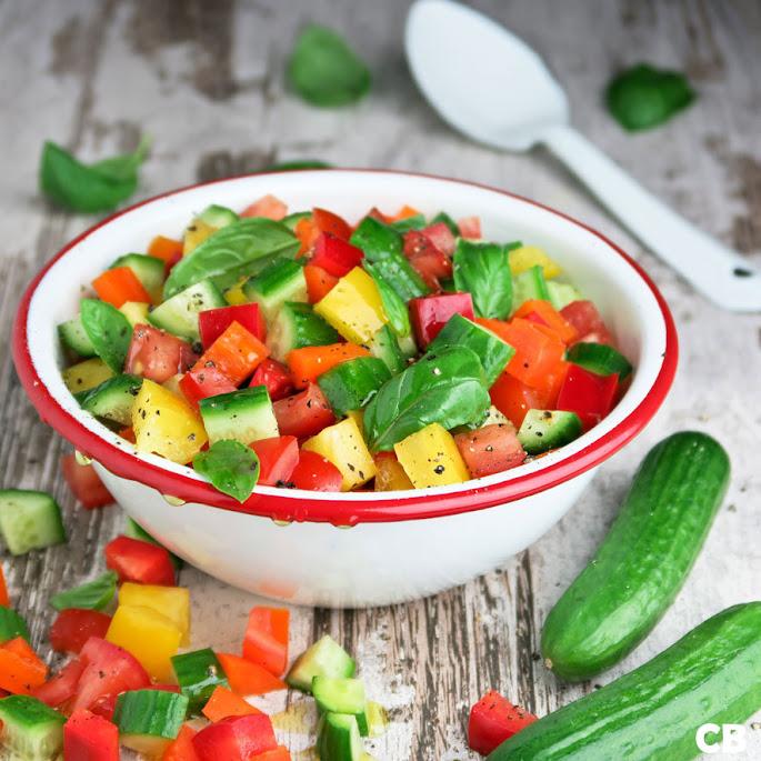 Recept Kleurrijke blokjessalade met komkommer, paprika en tomaten