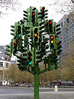 How To Handle Conflicting Signals From The Markets?