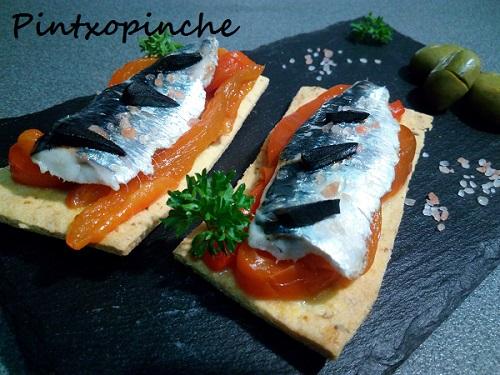ajo negro, aperitivo, canape, pimientos asados, sardina, tosta, sin gluten