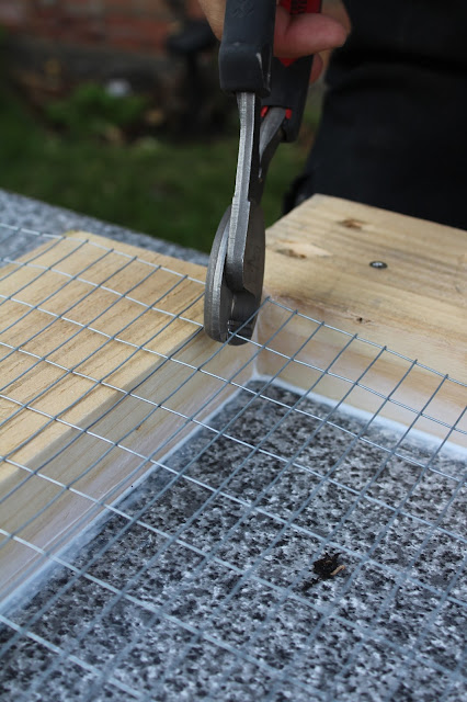 cutting wire mesh for reinforcing concrete top