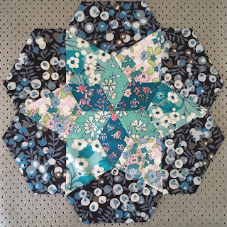 english paper piecing quilt block, star shape made of diamonds, kites and hexagon thirds