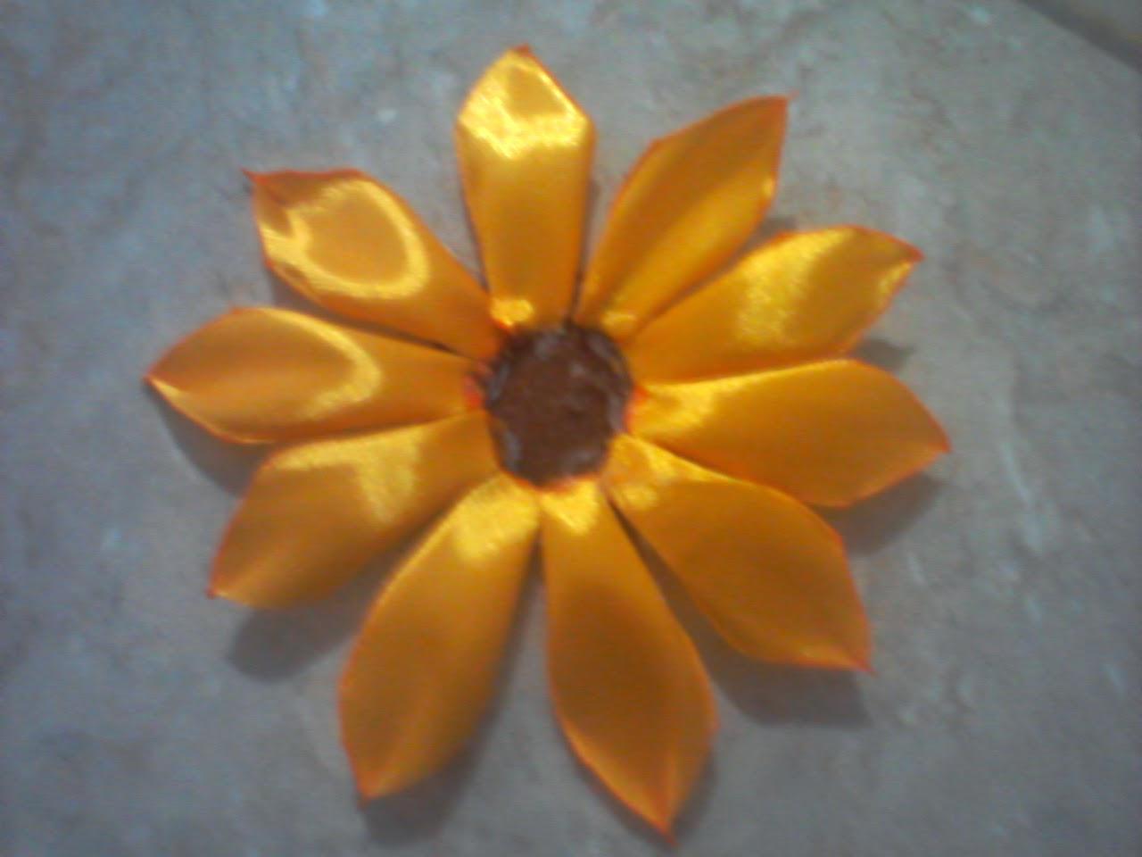 Lavender Art: Tutorial Bunga Matahari dari Pita Satin - photo#9