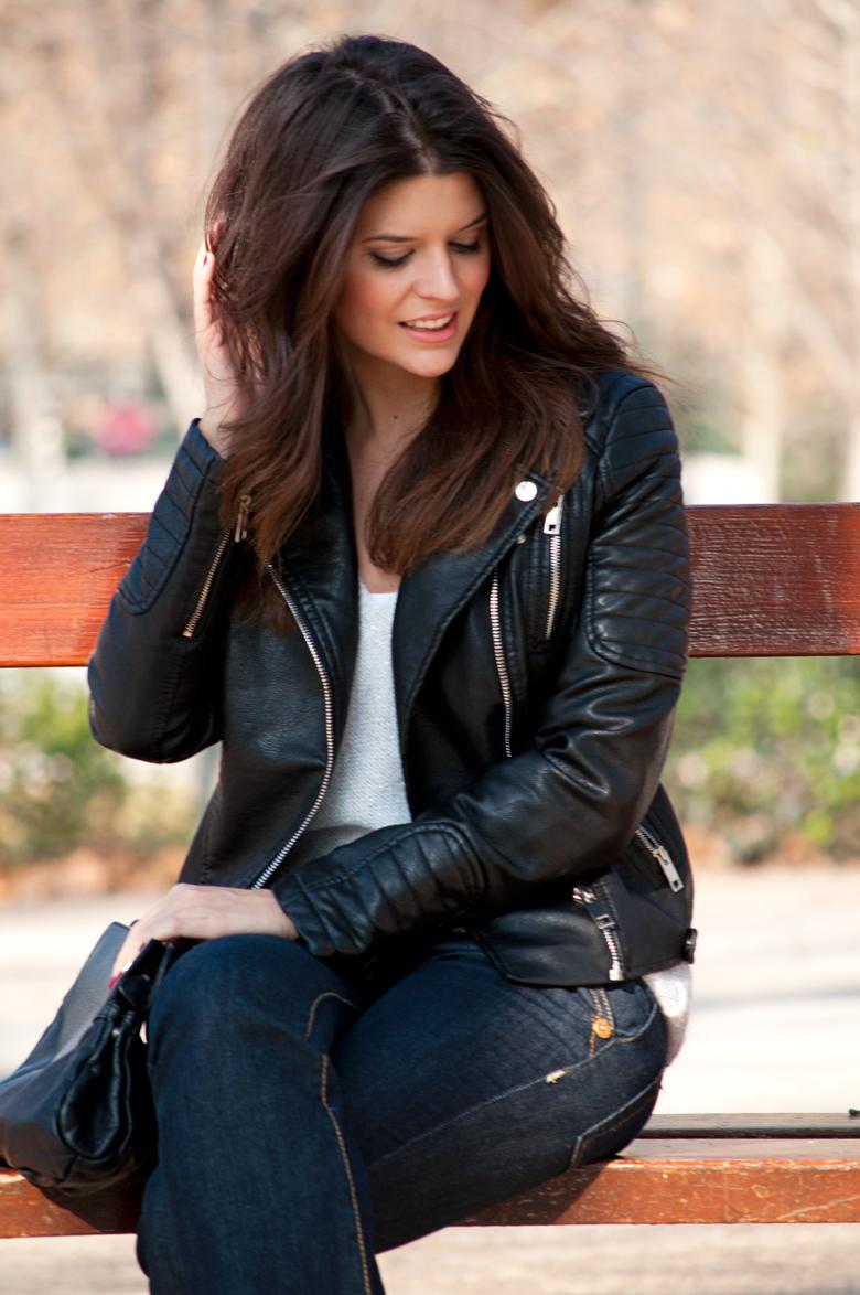 Falda negra en tienda de ropa 1 - 3 7