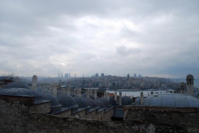 Вид на Стамбул из Сулеймание (Süleymaniye Camii), Стамбул, Турция.