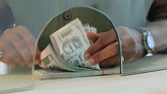 जनधन खातों से एक महीने में निकल सकेंगे 10 हजार रपये