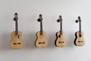 LOS CARPINTEROS | Cuatro guitarras (2015) | Violões acústicos Dimensões variadas © Los Carpinteros