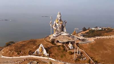 Murudeshwar Shiva statue and beach where we can find many seaside stays