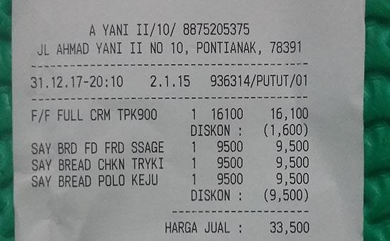 DISCOUNT :  Saya mencek slip pembeliannya dan ternyata benar benar saya mendapat gratis 1 roti breadlife.  Benar benar program Beli 1 Gratis 1. Foto Asep Haryono