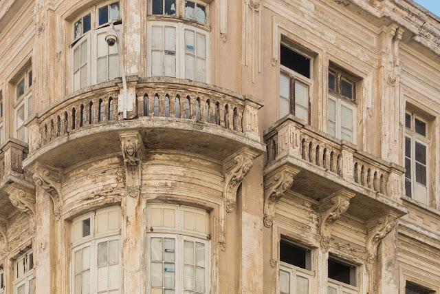 Detalhe de um edifício na Rua do Rosário com Saldanha Marinho