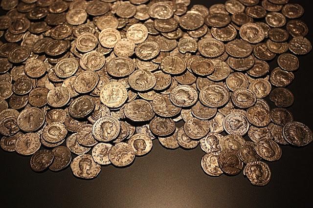 Credits: Maxpixel (CC0) http://maxpixel.freegreatpicture.com/Antique-Gold-Coins-Sesterces-Roman-Old-Coins-2183470