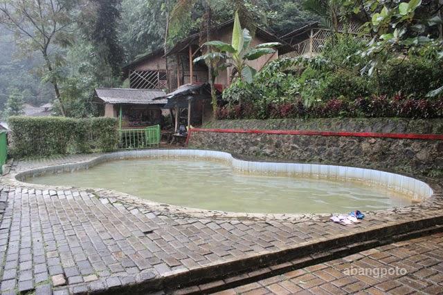 kolam air panas ciparay dekat jakarta