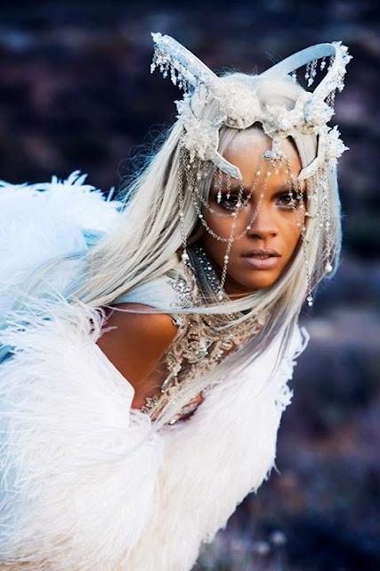 Rihanna se fait des cheveux blancs
