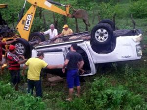 Prefeito do município de Forquilha sofre acidente na CE-362.
