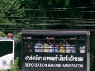 Pegawai Imigresen Thailand jual orang Rohingya kepada penyeludup manusia.