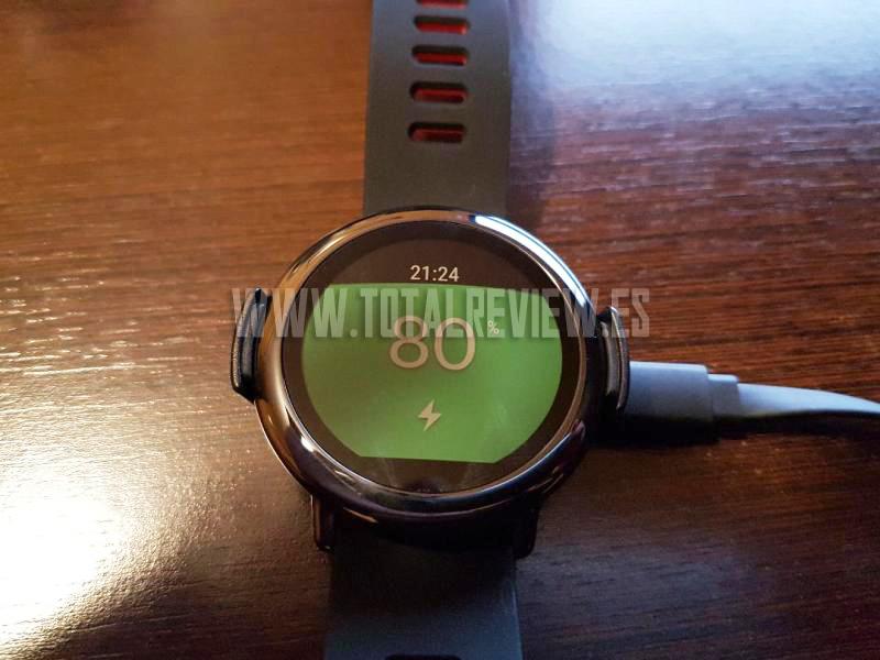 Carga de la batería del smartwatch Amazfit Pace