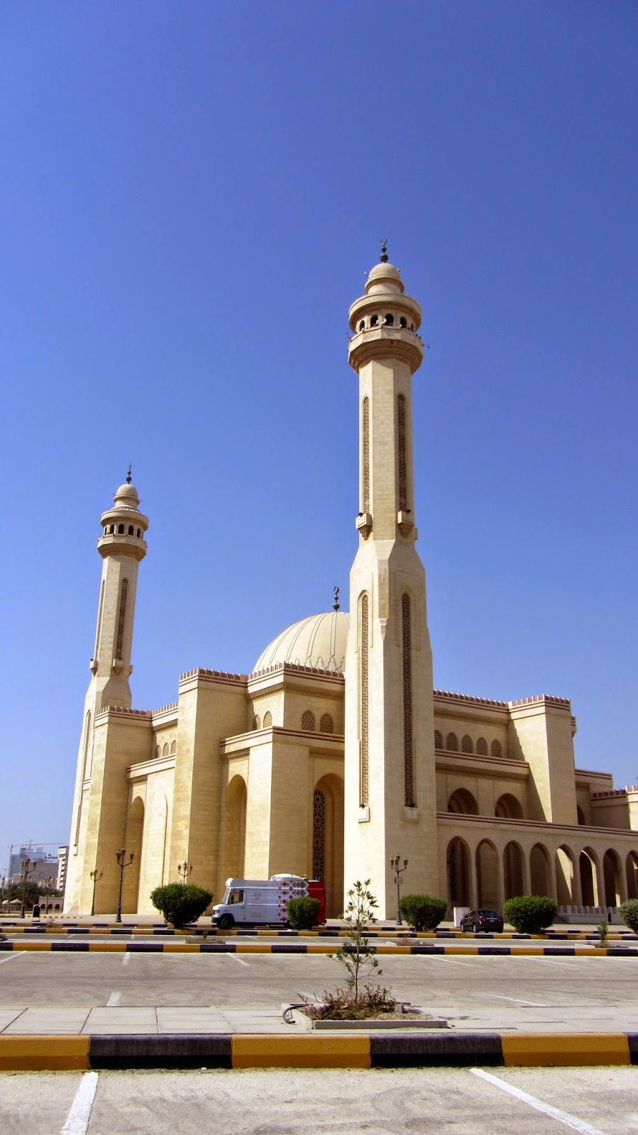 Al Fateh Grand Mosque Bahrain Pop Culture Middle East blog
