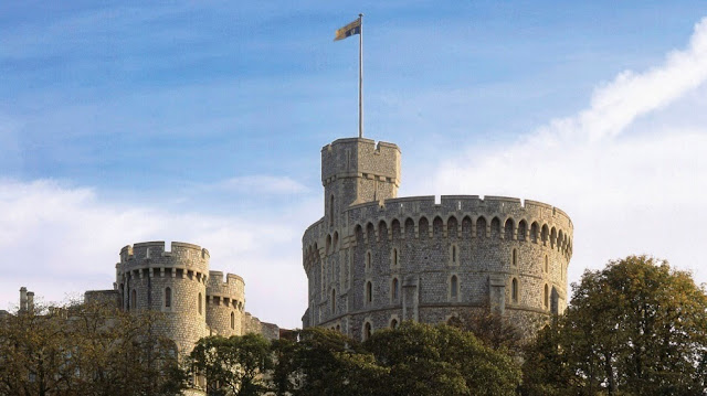 Windsor Castle  Day tour with Stonehenge