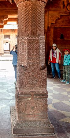 Central Pillar with carvings at Diwan E Khas
