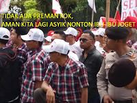 Saat Massa Pro-Ahok Asyik Berjoget Ria di Luar Sidang, INI yang dilakukan Massa Penolak Ahok