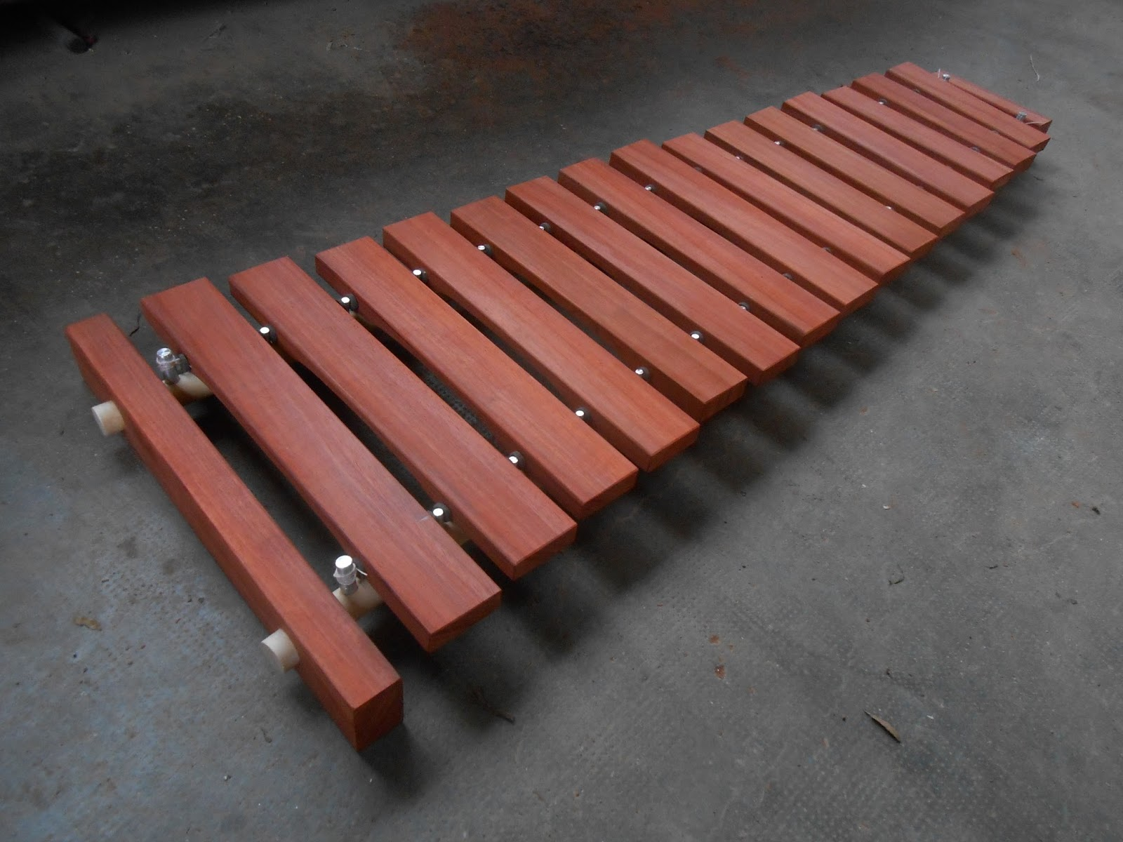 the dobson factory construction d 39 un grand xylophone