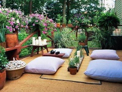 10 patios acogedores decoraci n de jardines peque os for Adornos para jardines rusticos