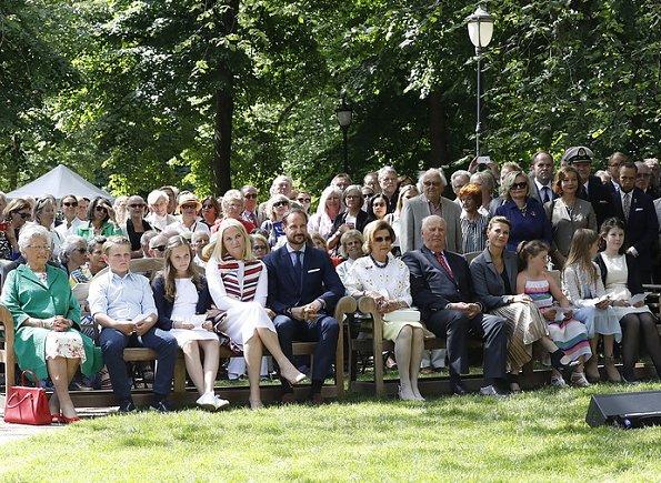 Queen Sonja, Crown Princess Mette-Marit, Crown Prince Haakon, Princess Ingrid Alexandra, Prince Sverre Magnus, Princess Astrid, Princess Maertha Louise, Maud Angelica Behn, Leah Isadora Behn and Emma Tallulah Behn