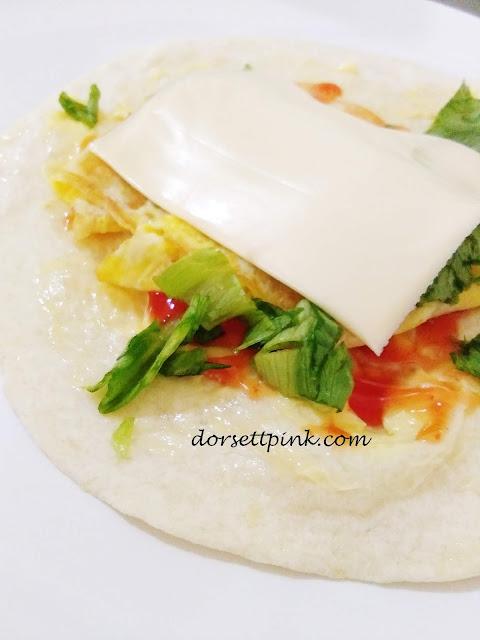 http://www.dorsettpink.com/2018/10/breakfast-recipe--tortilla-wrap-omelet.html