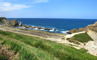 Playa de Arnía. Rutas por la Costa Quebrada. Playas de la Costa Quebrada. Qué ver en la Costa Quebrada